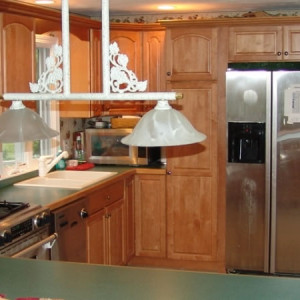 Handyman services home repairs carpentry bathroom for Kitchen cabinets repair